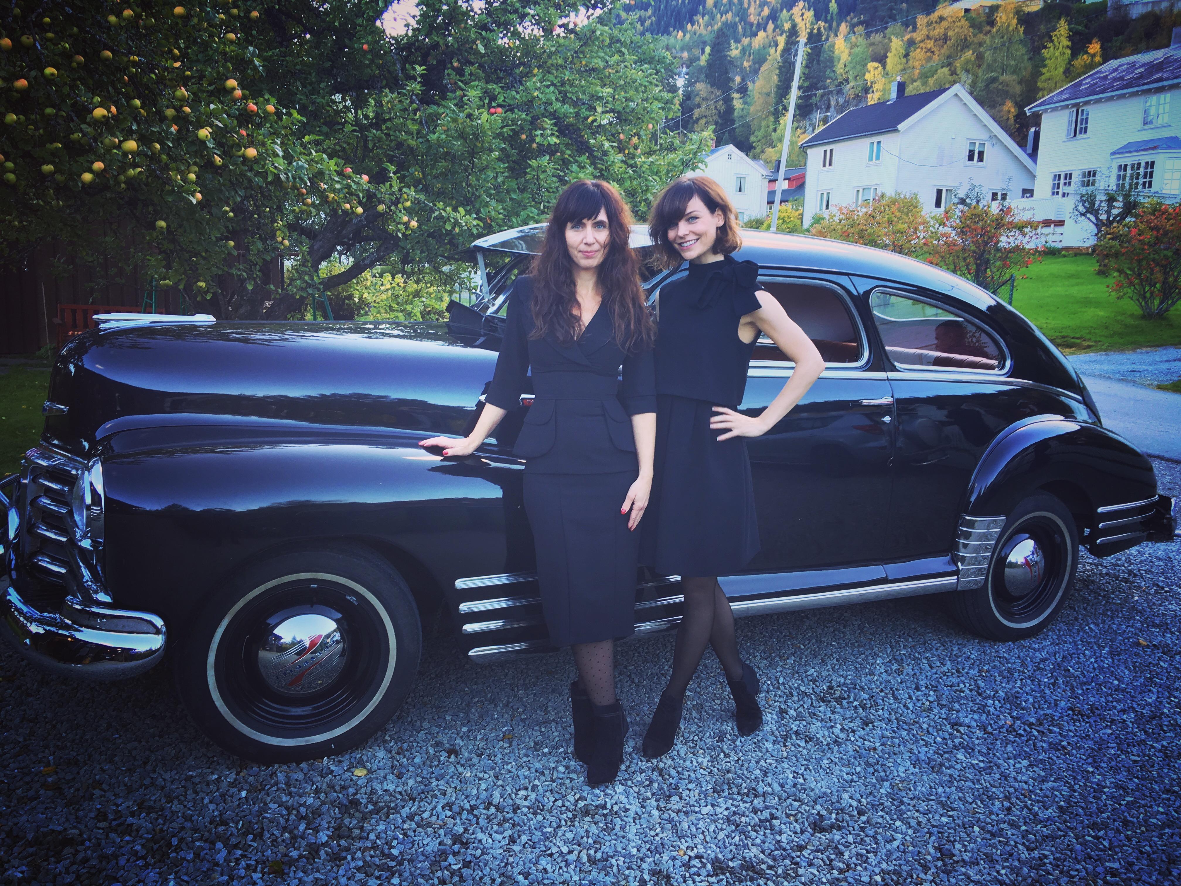 Søstrene Manus (Anne Elvedal og meg).